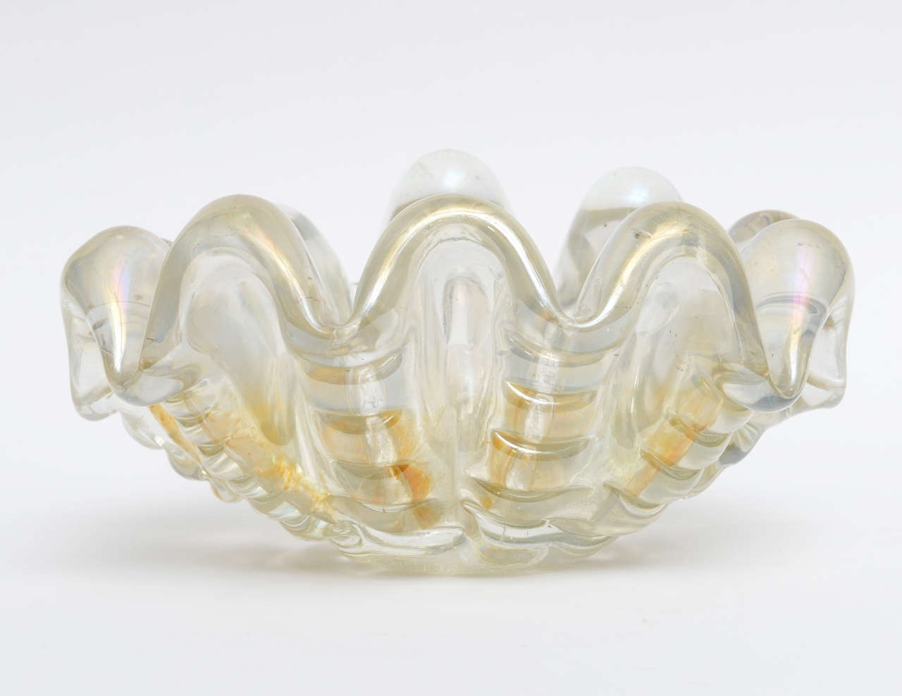 Barovier e Toso large, thick clam-shell shaped, lobed Murano center bowl.