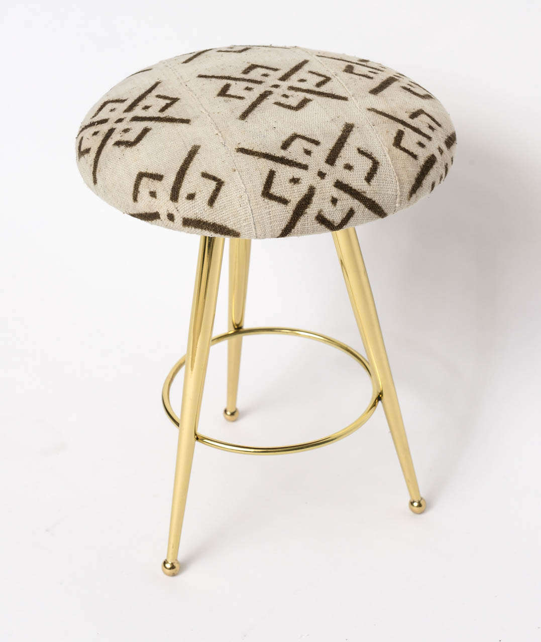 We love the contrast of the graphic, textured African mud cloth upholstery with the polished brass sophistication of this diminutive pair of 50's Italian stools.