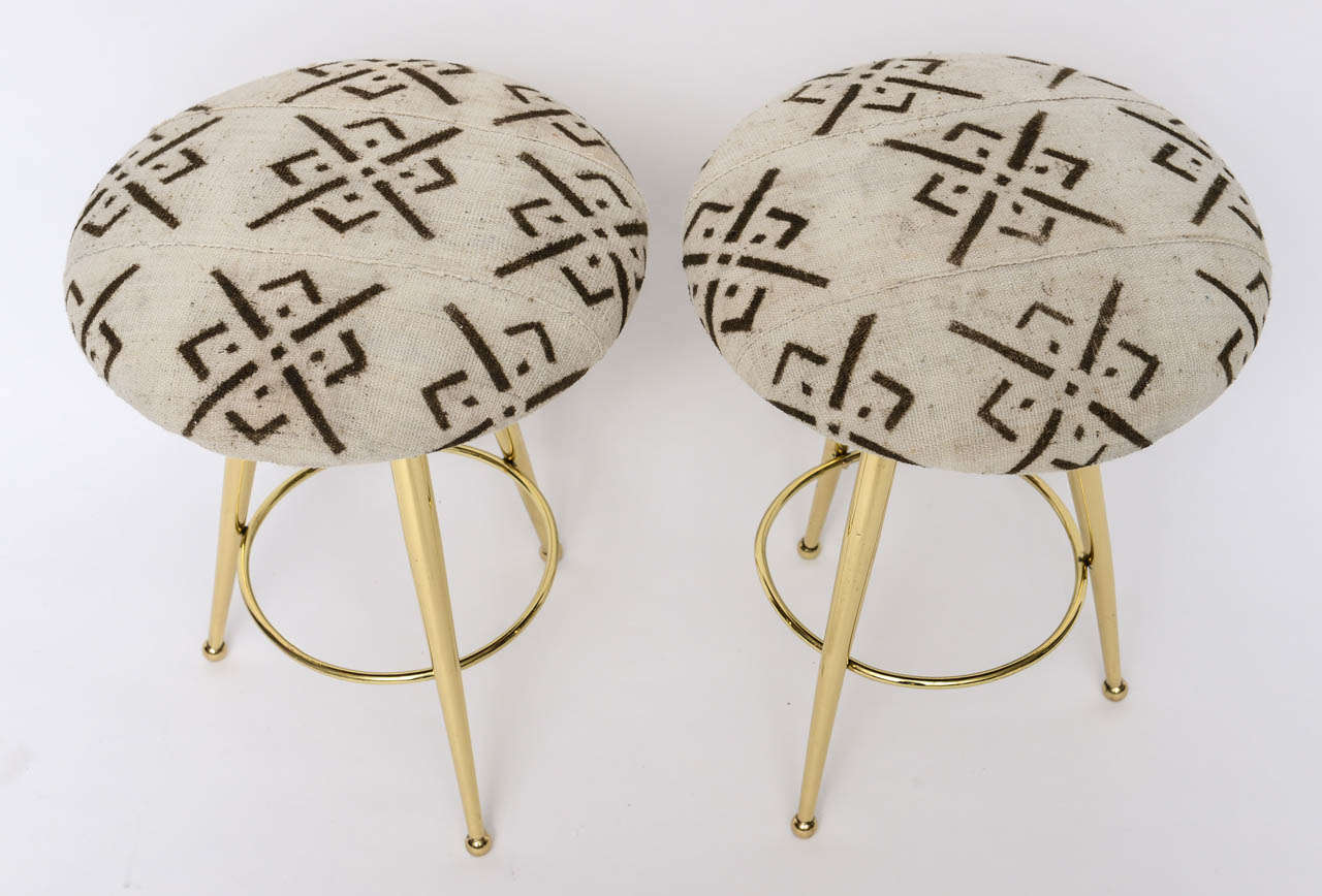 Pair of 50's Italian Brass Stools with Vintage Mud Cloth Upholstery For Sale 4