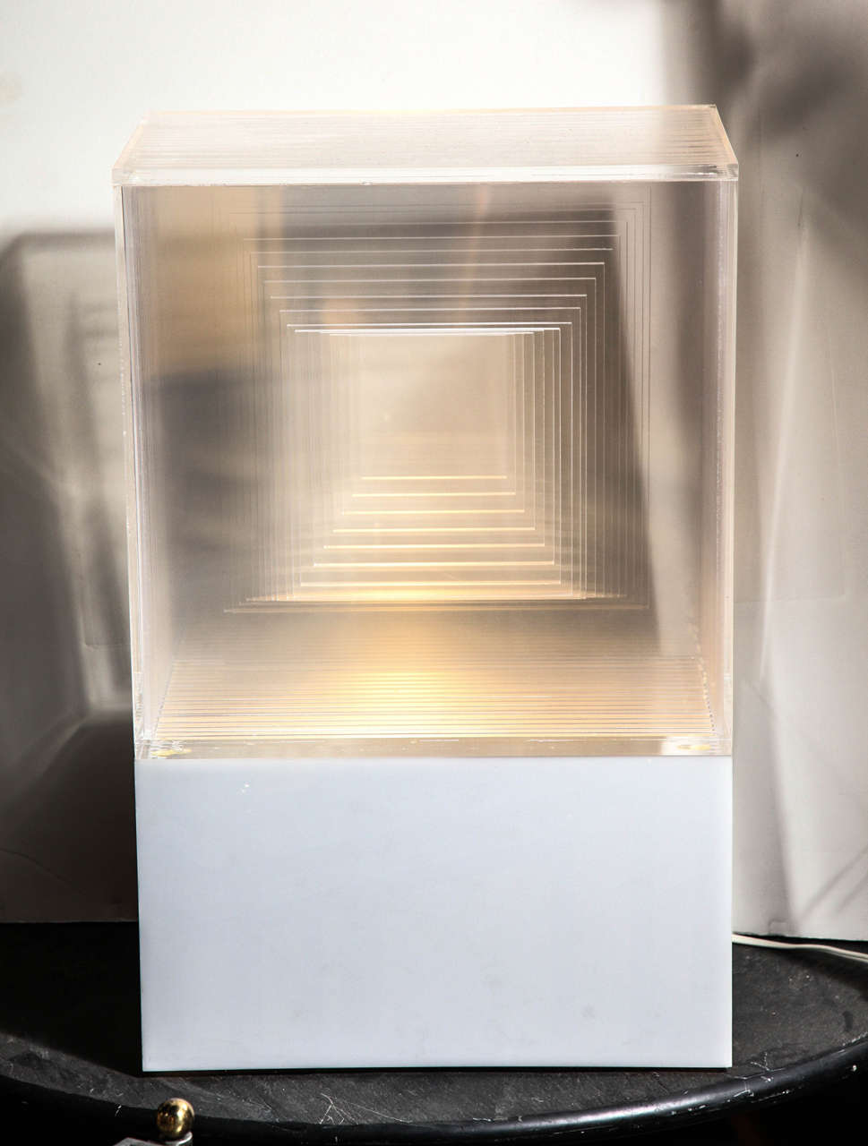 Modern Neal Small White and Clear Lucite Op Art Light Sculpture Table Lamp, 1970s  For Sale