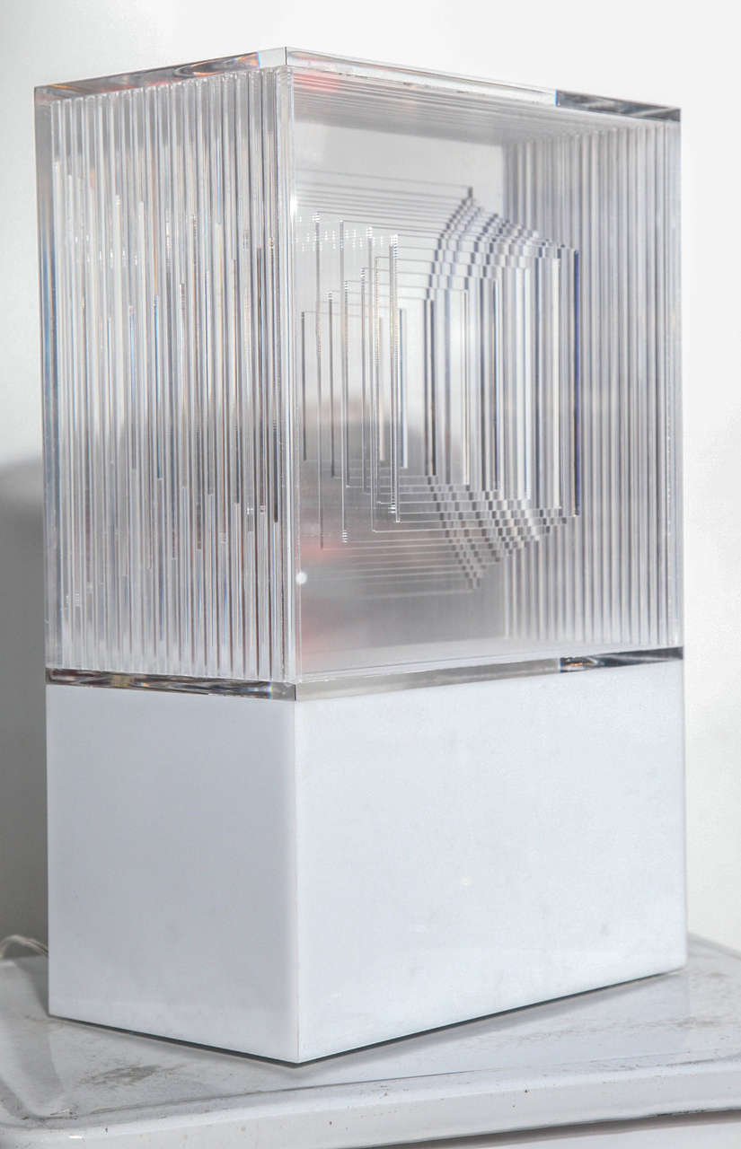 Neal Small White and Clear Lucite Op Art Light Sculpture Table Lamp, 1970s  For Sale 1