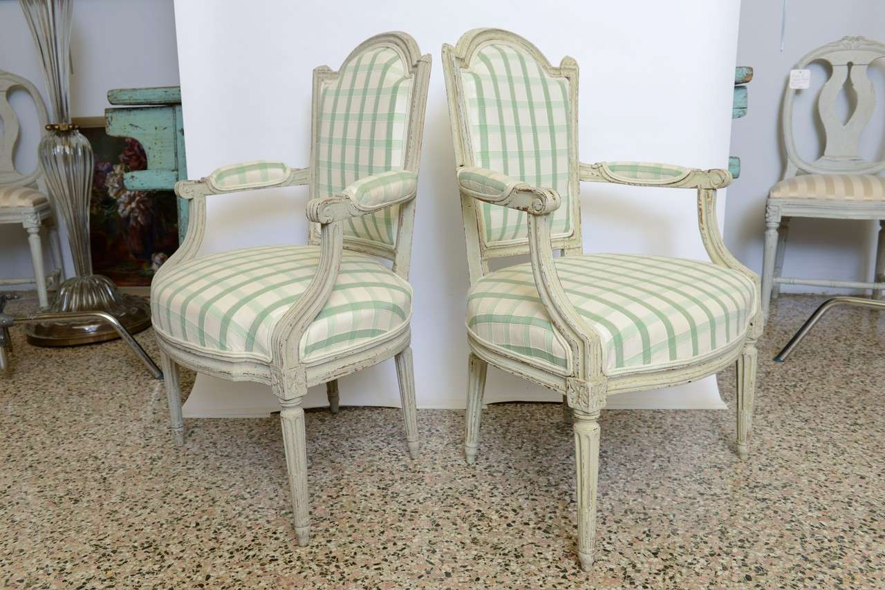 19th Century Pair of Antique Swedish Gustavian Painted Armchairs In Good Condition For Sale In West Palm Beach, FL