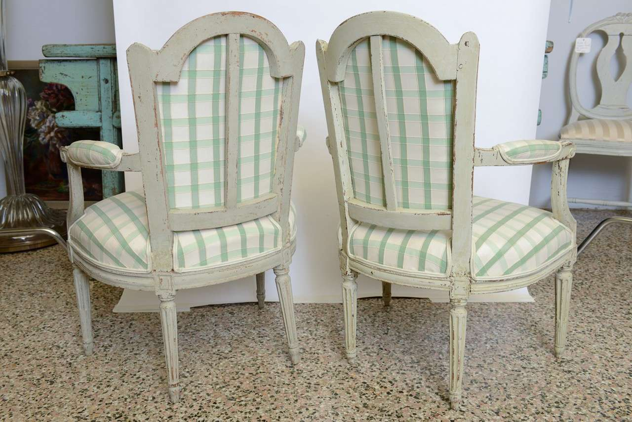 19th Century Pair of Antique Swedish Gustavian Painted Armchairs For Sale 1