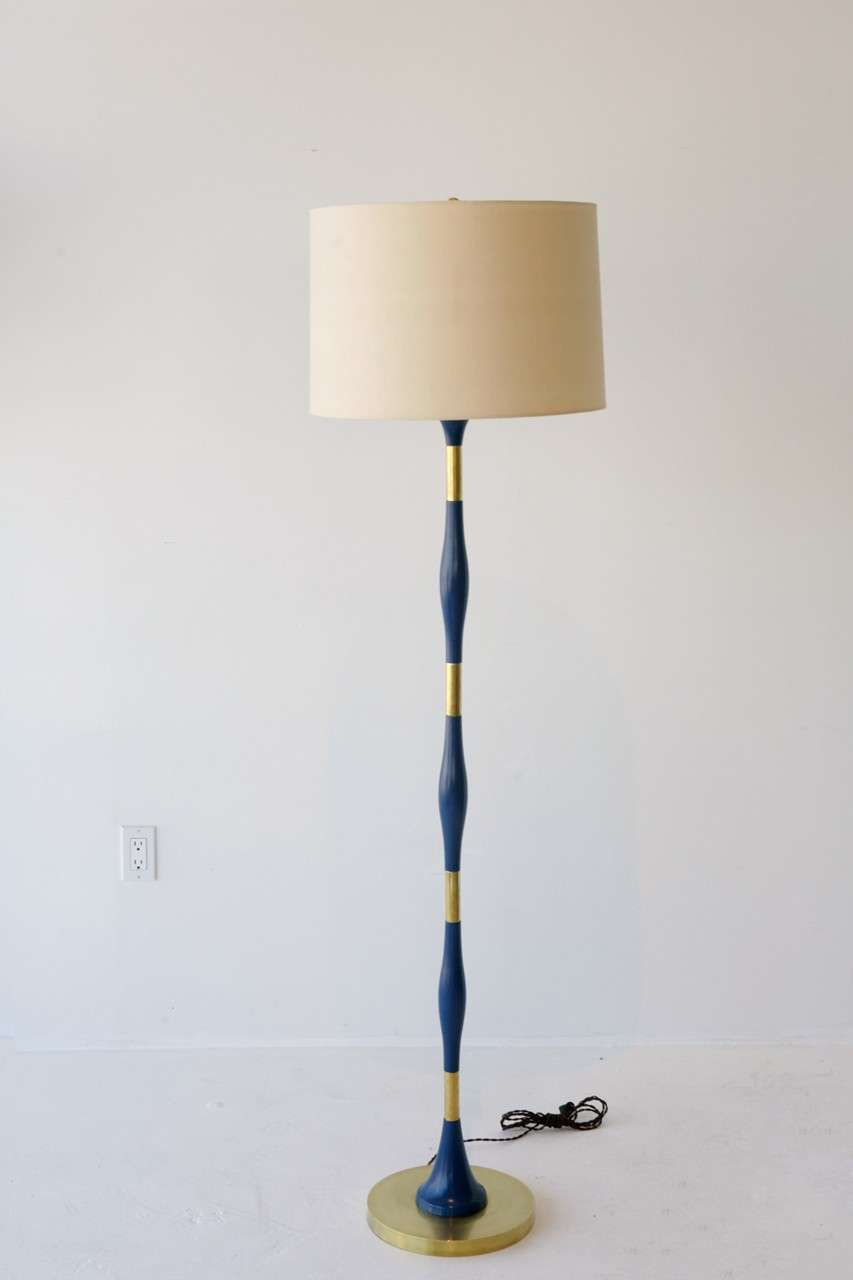 turned wood and brass floor lamp at 1stdibs. Black Bedroom Furniture Sets. Home Design Ideas
