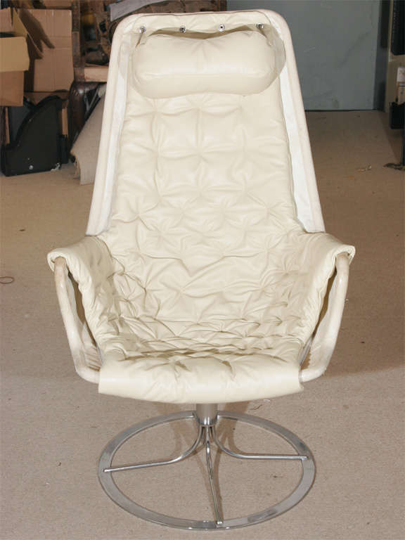 A Lovely White Leather Jetson Chair By Bruno Matheson At