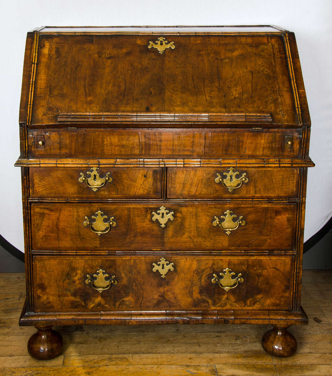 queen anne walnut fall front bureau at 1stdibs. Black Bedroom Furniture Sets. Home Design Ideas