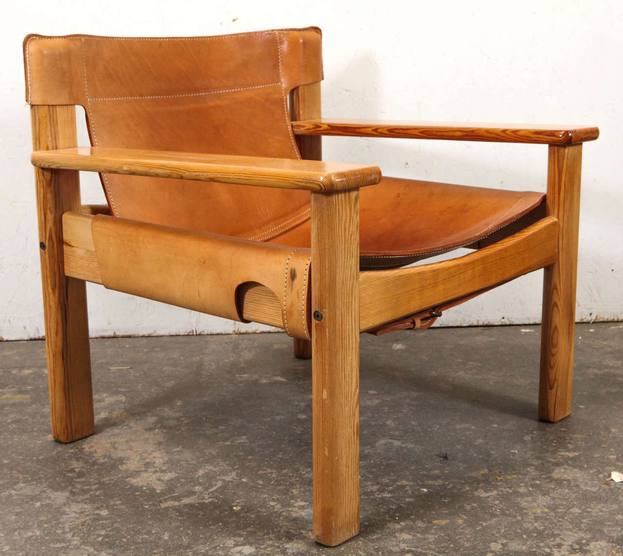 Exceptionnel Scandinavian Modern Leather And Wood Spanish Style Chairs, Saddle Leather  For Sale