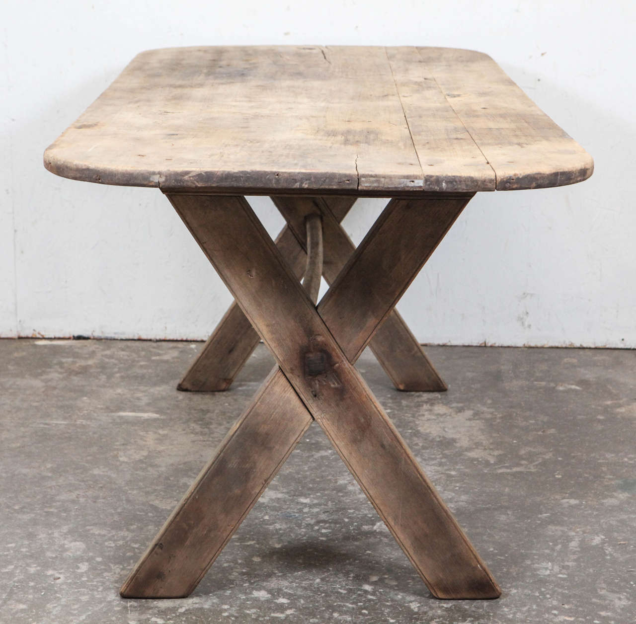 Rustic dining table with x legs at 1stdibs for One leg dining table