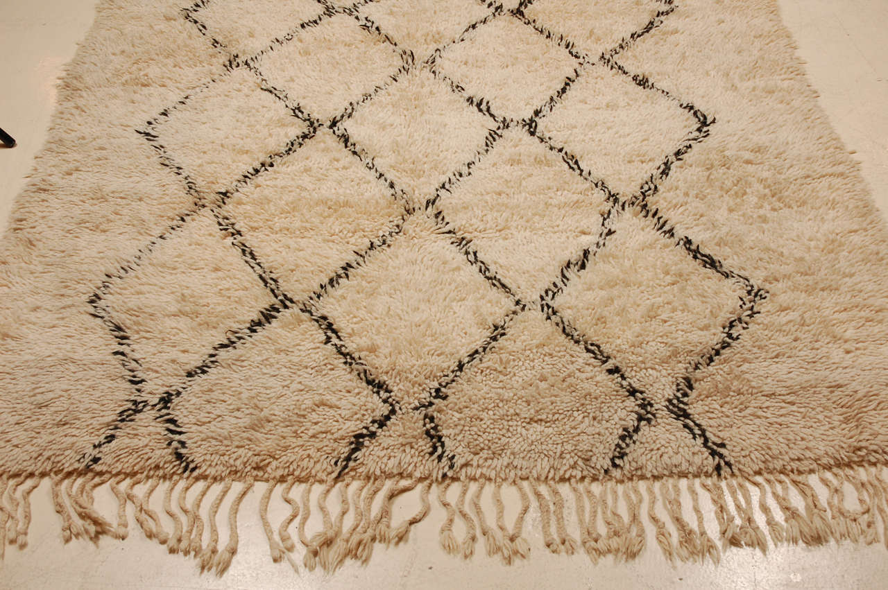 wool moroccan rug by beni ourain at 1stdibs. Black Bedroom Furniture Sets. Home Design Ideas