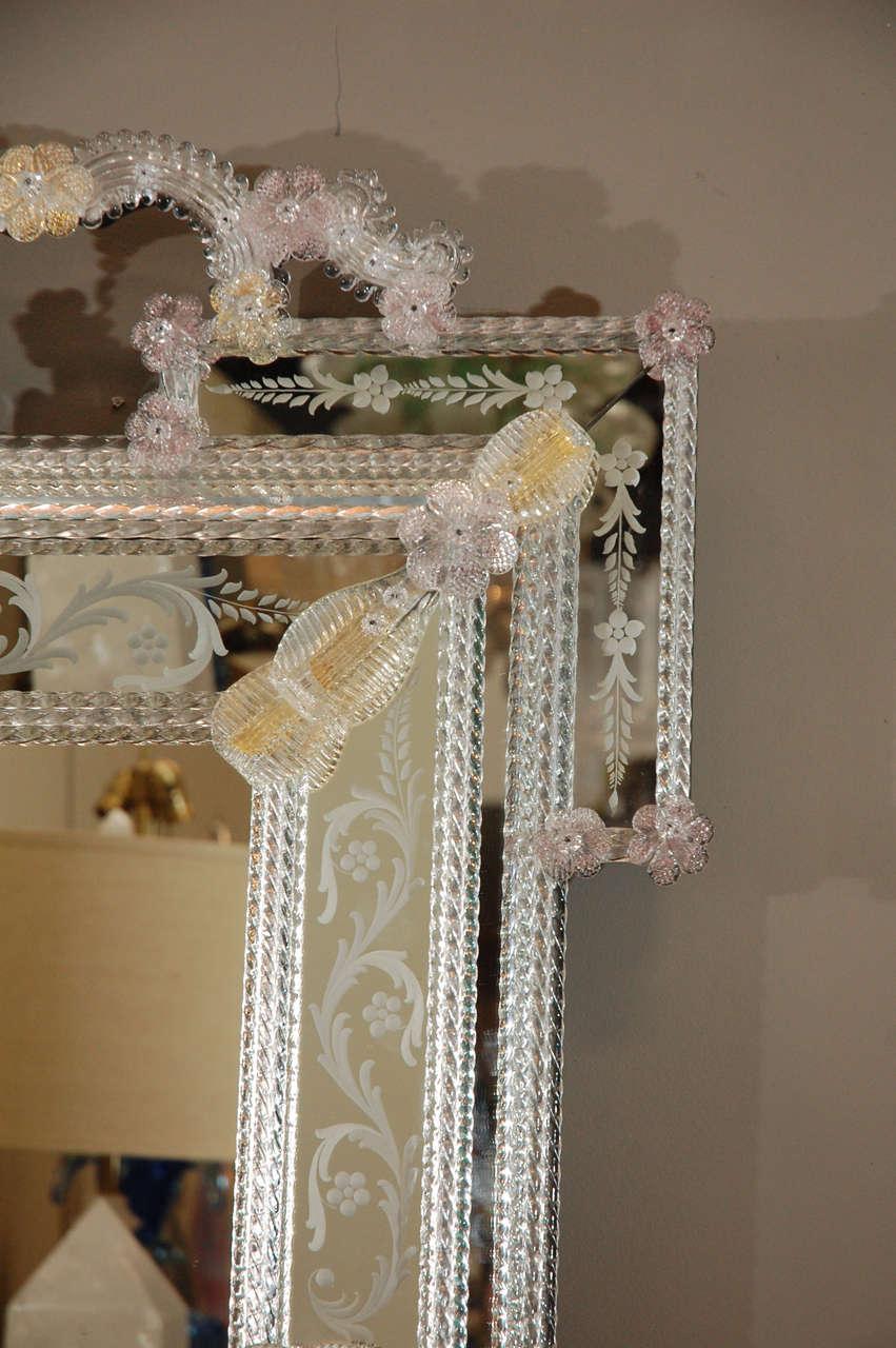 Delicate Venetian Mirror In Excellent Condition In Los Angeles, CA