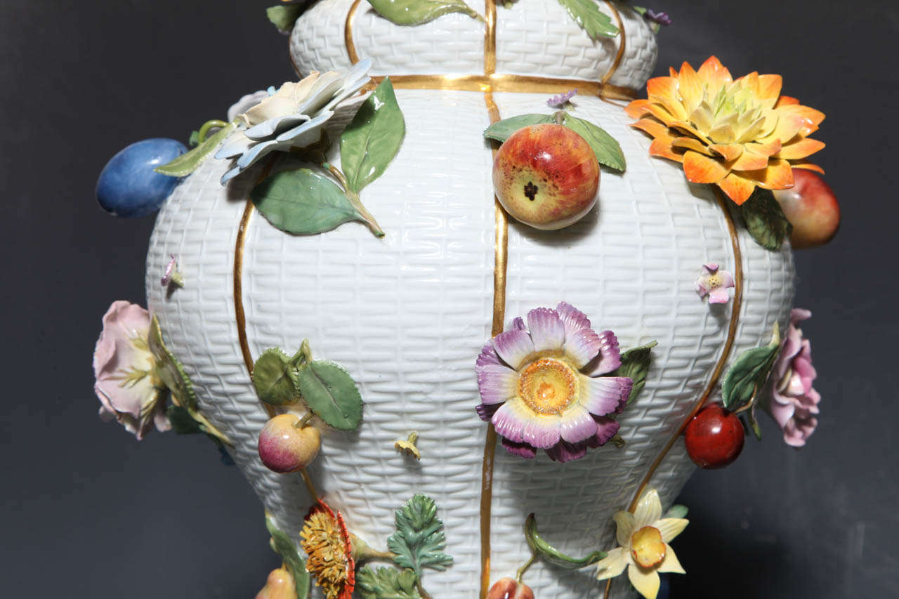 Pair of Meissen Porcelain Vases Encrusted with Raised Flowers and Fruits In Excellent Condition For Sale In New York, NY