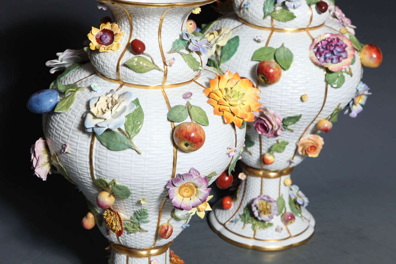 Pair of Meissen Porcelain Vases Encrusted with Raised Flowers and Fruits For Sale 2