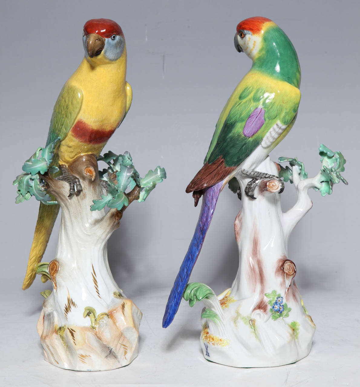 Rococo Pair of Meissen Porcelain Figures of Parrots For Sale