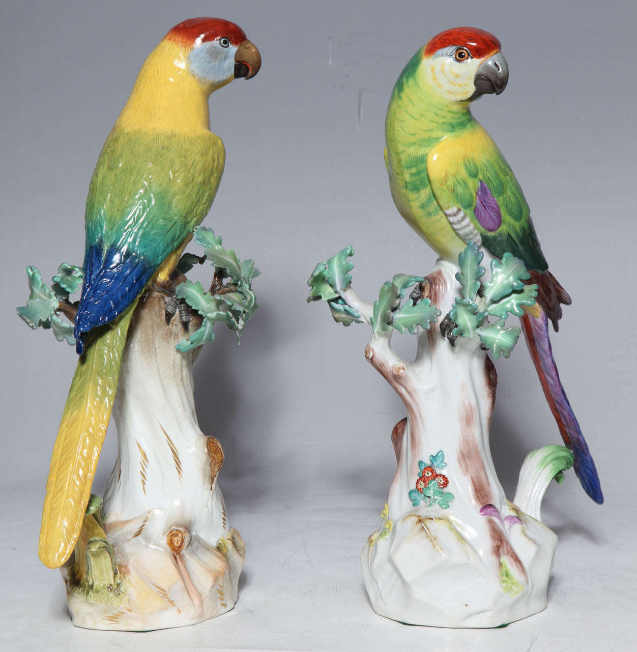 Pair of Meissen Porcelain Figures of Parrots In Excellent Condition For Sale In New York, NY
