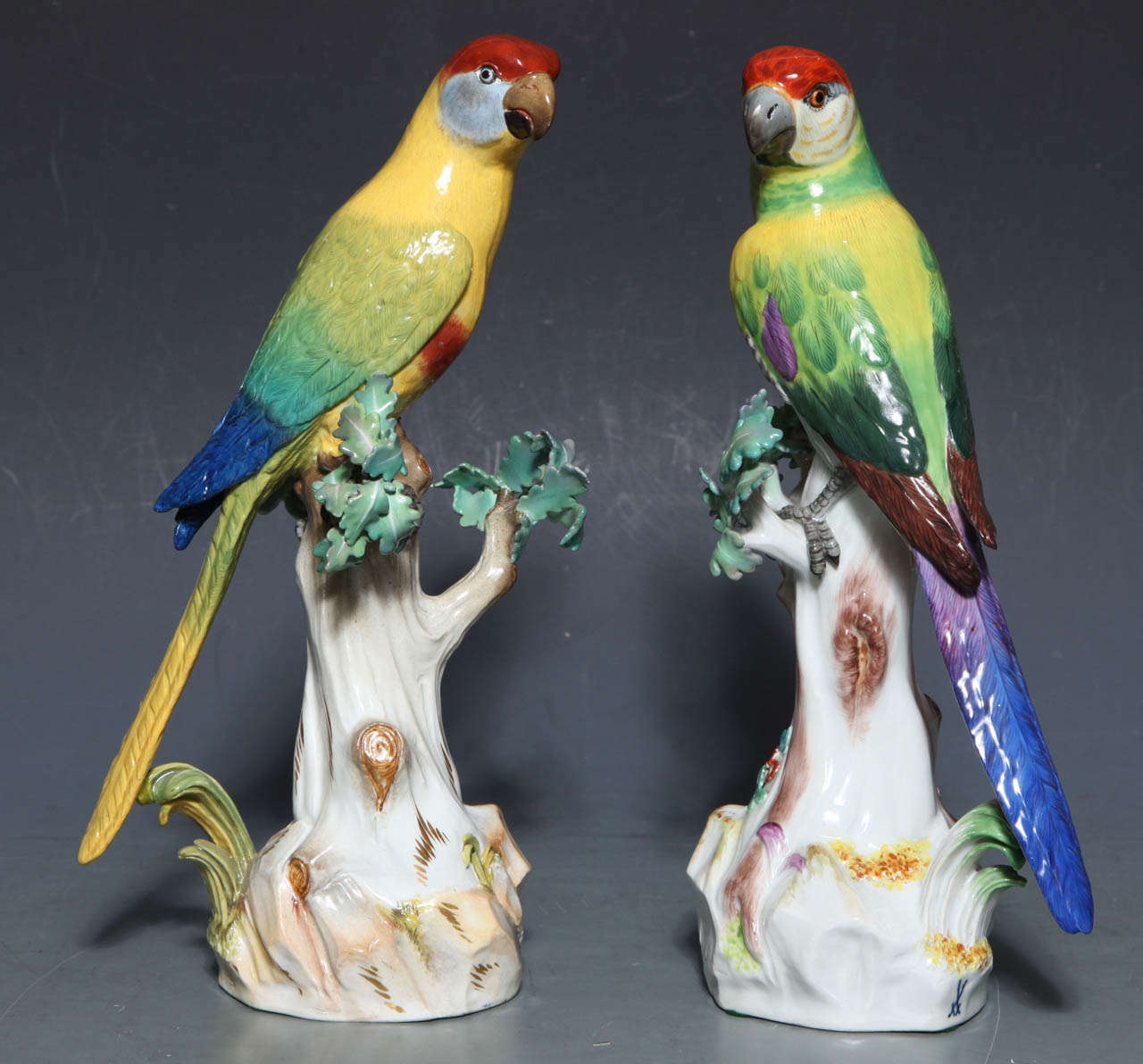 Pair of Meissen Porcelain Figures of Parrots For Sale 2