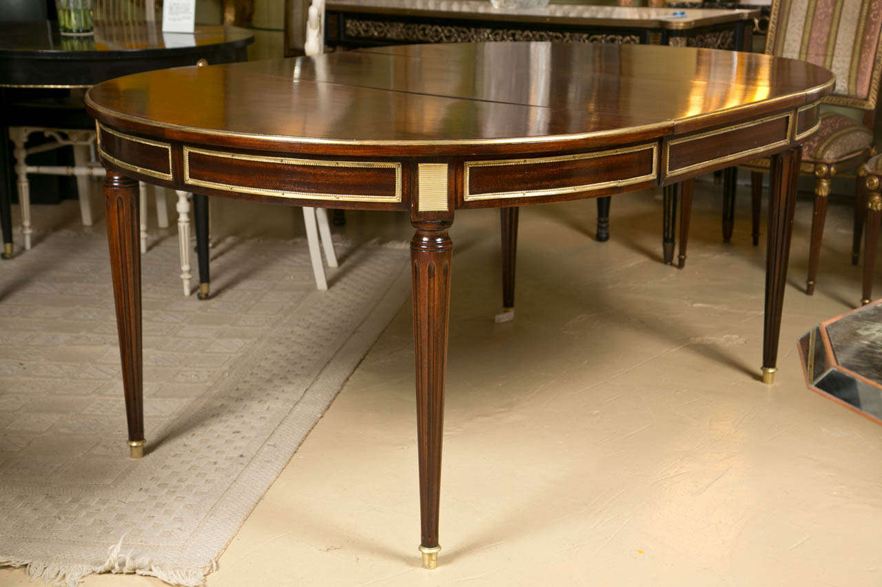 French Louis XVI Style Mahogany Circular Dining Table, Circa 1940s, The  Parcel Gilt