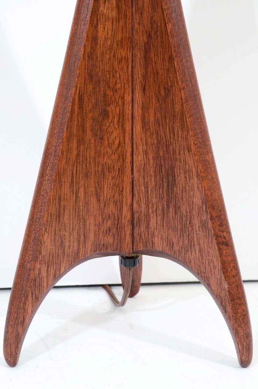 mid century wood tripod base table lamp at 1stdibs. Black Bedroom Furniture Sets. Home Design Ideas