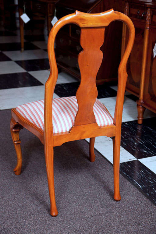 Walnut Queen Anne Style Chair For Sale 2