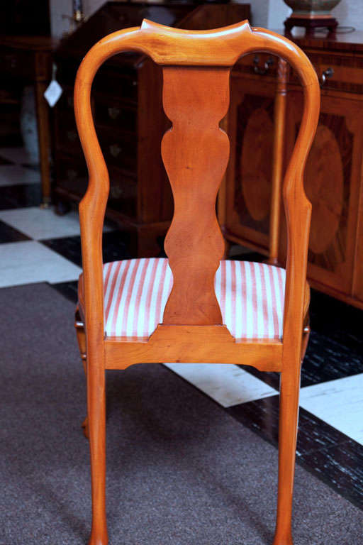 Walnut Queen Anne Style Chair For Sale 3