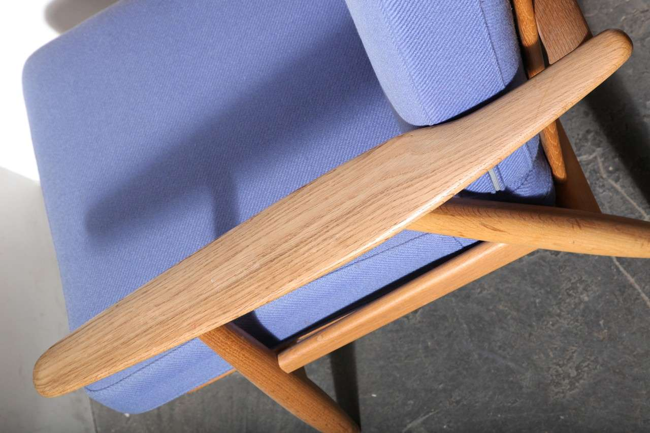 Pair Of Oak And Blue Cigar Armchairs By Hans Wegner At 1stdibs
