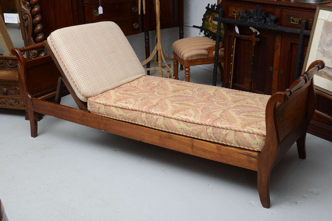 Simple arts and crafts bed plans placement building for Arts and crafts daybed