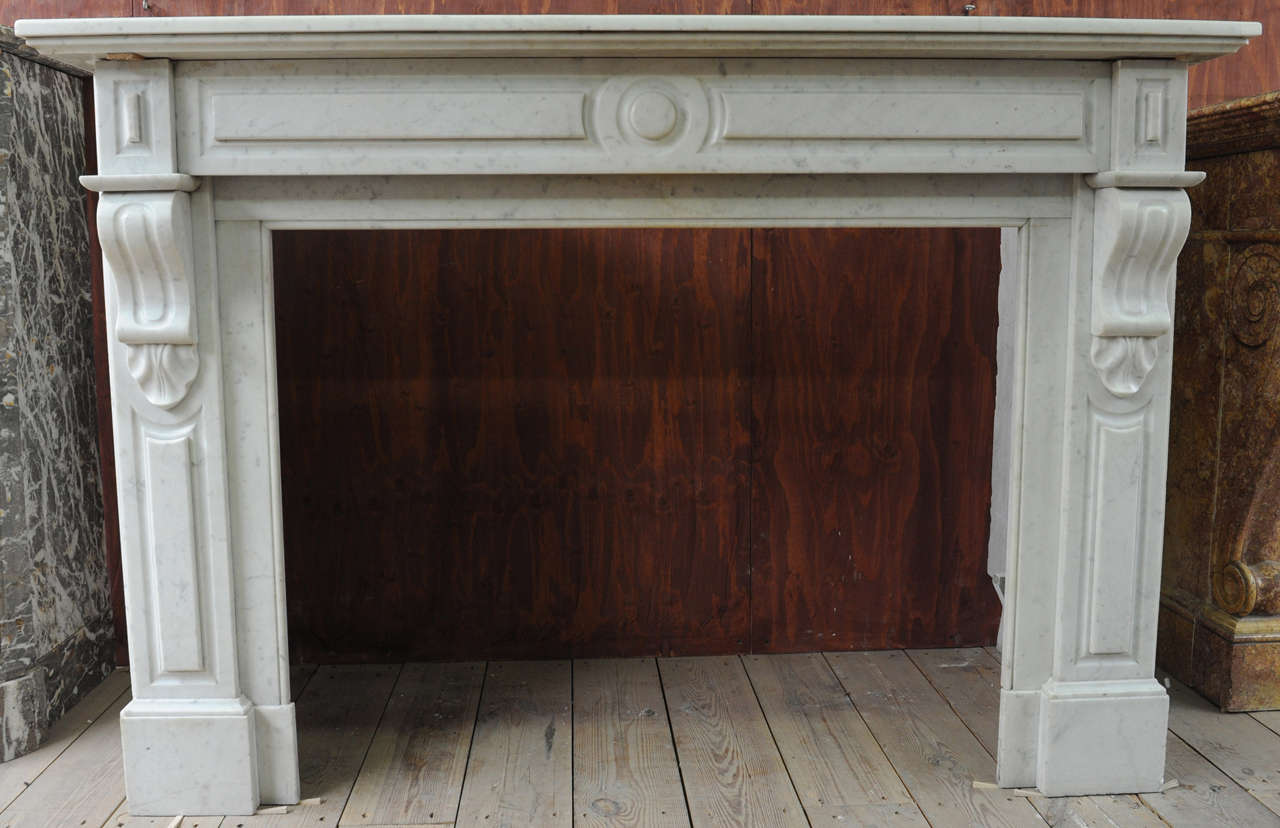 Late 19th c dutch carrara marble fireplace at 1stdibs for Cornice camino gesso