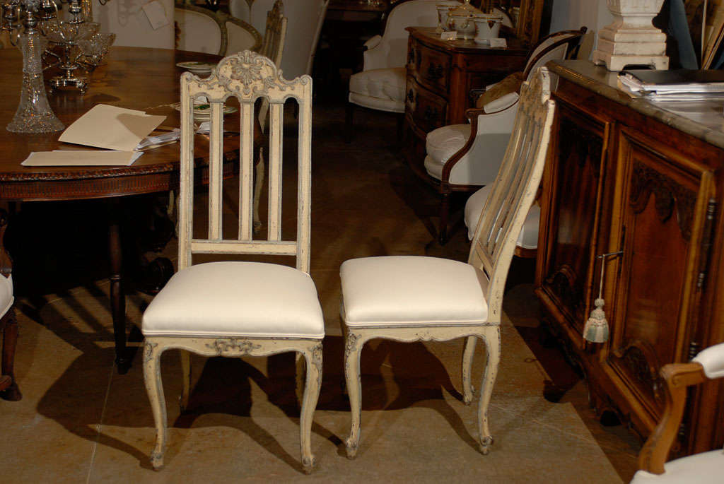 Set of Six Rococo Style Belgian Painted Dining Room Chairs with Carved Crests For Sale 2