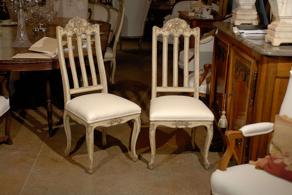 Set of Six Rococo Style Belgian Painted Dining Room Chairs with Carved Crests For Sale 5