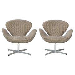 Pair of Arne Jacobsen Swan Chairs for Fritz Hansen