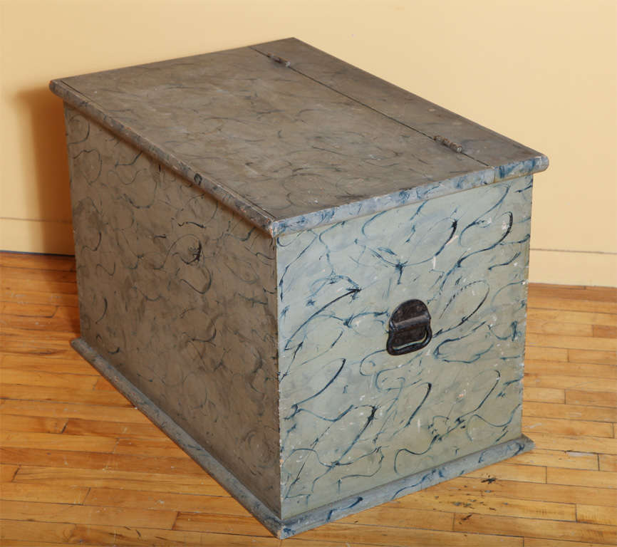 American Paint Decorated Blanket Box. For Sale