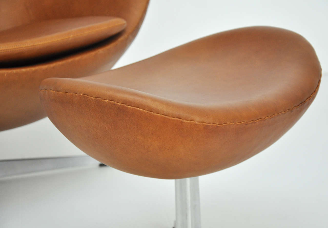 Arne Jacobsen Egg Chair and Ottoman 4