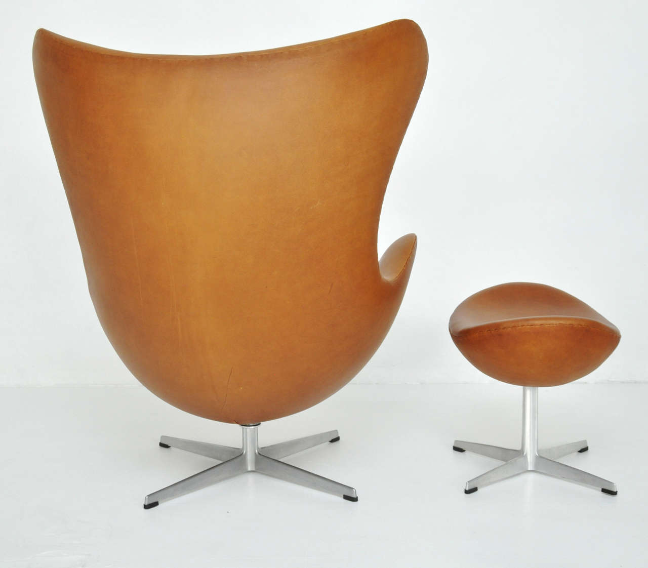 Arne Jacobsen Egg Chair and Ottoman 8