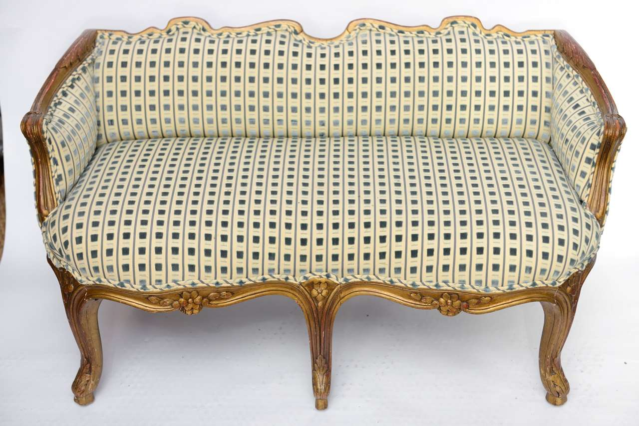 Late 19th Century Louis XV Style Miniature Sofa In Good Condition For Sale In West Palm Beach, FL