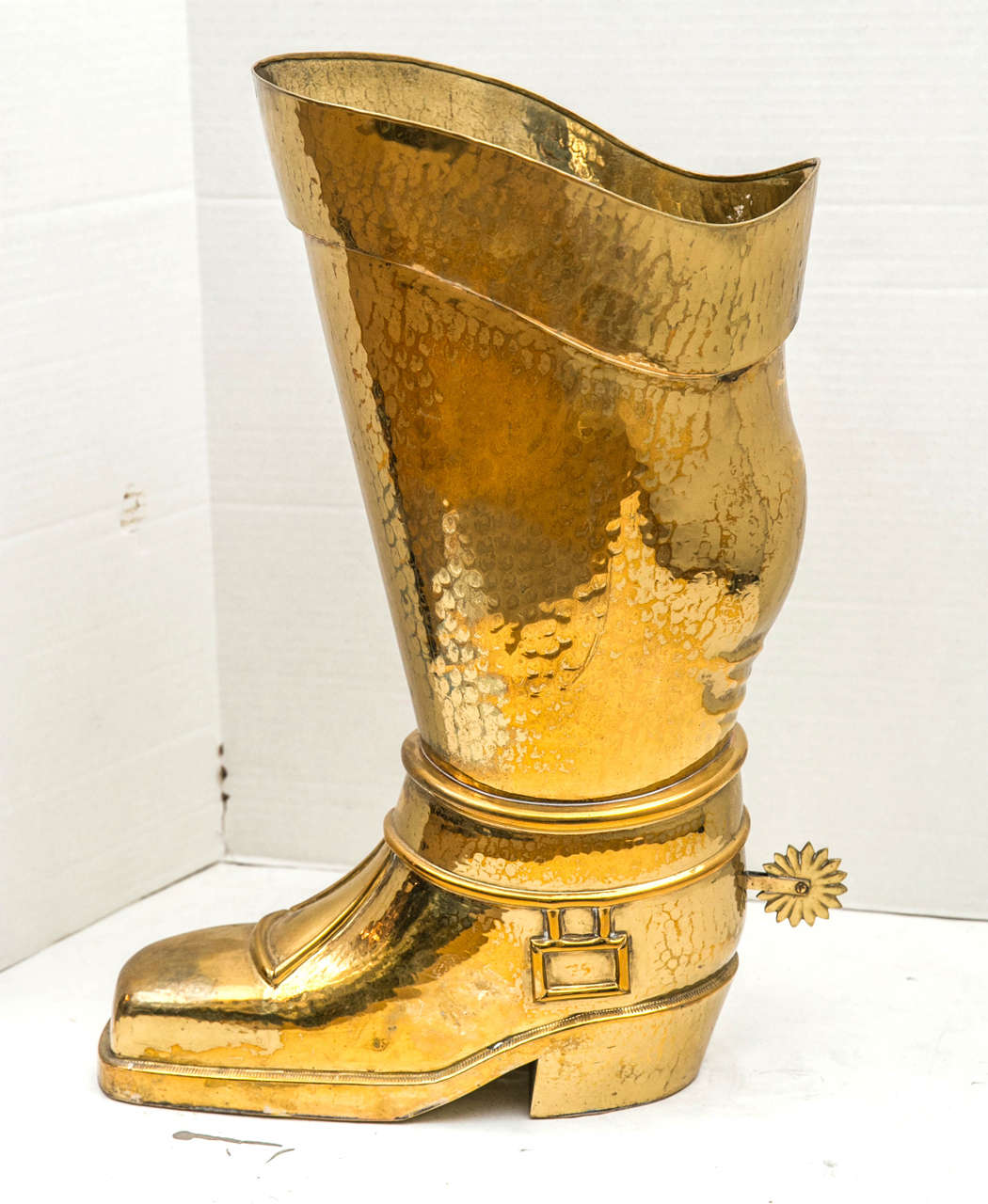 Hammered Brass Riding Boot Umbrella Stand In Excellent Condition For Sale In Mt Kisco, NY