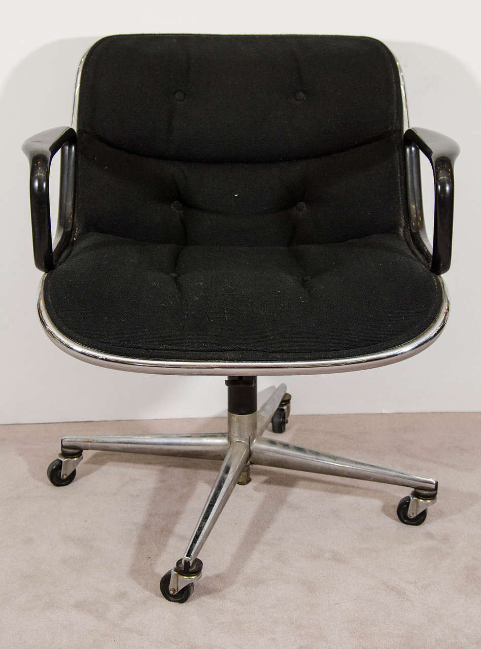 A vintage Charles Pollock for Knoll executive chair upholstered in a black knit fabric with four star base, and original Knoll Associates label under the seat. Good vintage condition with age appropriate wear and patina. Some pitting to the legs, a