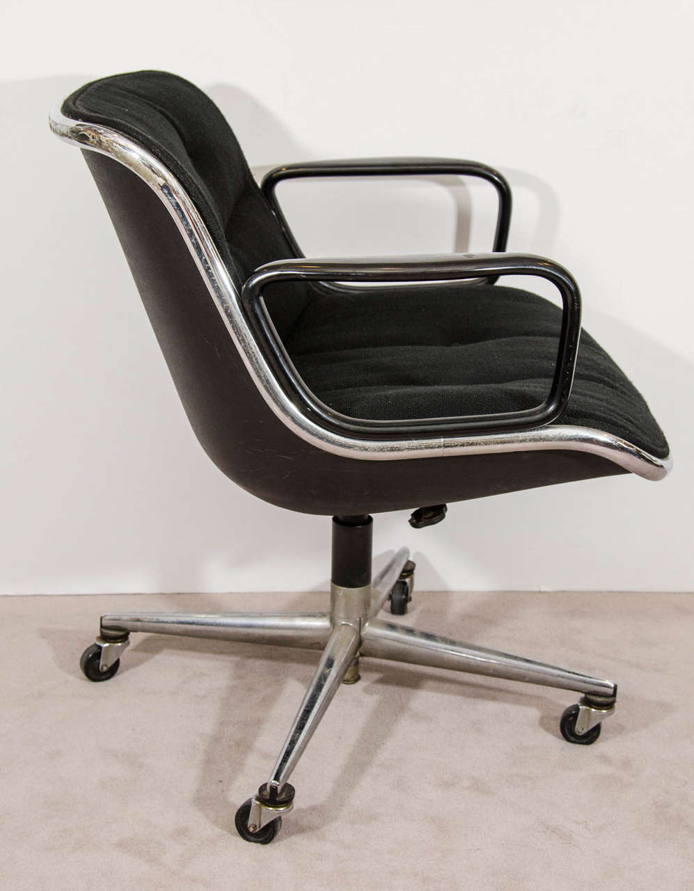 American Midcentury Charles Pollock for Knoll Executive Chair with Original Label For Sale