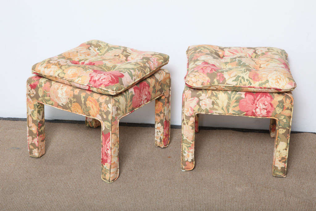 Pair of beautiful Square Ottomans In Good Condition For Sale In Miami, FL
