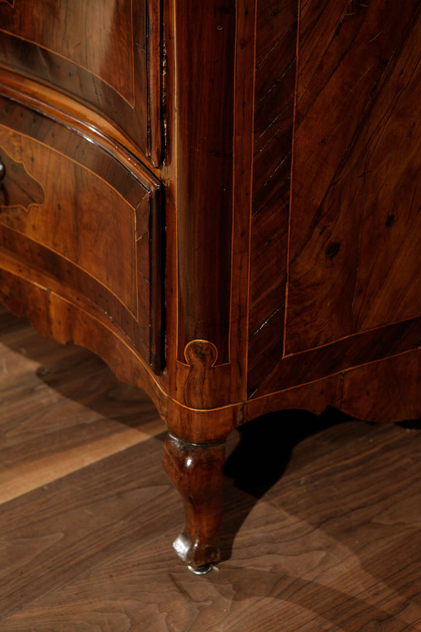 Burl 18th Century Italian Four Drawer Serpentine Front Commode For Sale