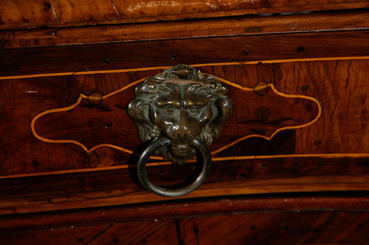18th Century Italian Four Drawer Serpentine Front Commode For Sale 1