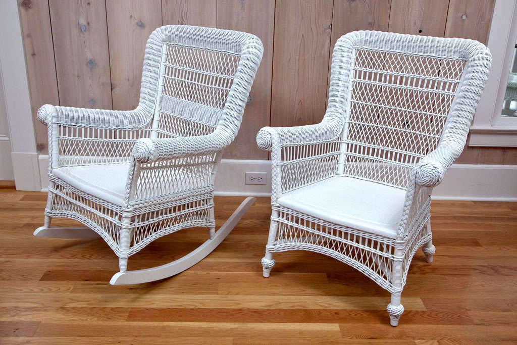 Superbe Antique Victorian Arm Chair And Rocker In White Paint In Excellent  Condition. Dimensions: 35.5