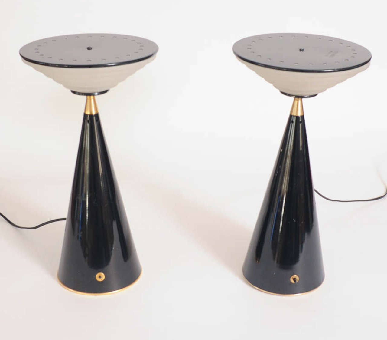 Wonderful and very rare pair of 1980s Ziggurat table lamps by designer Shigeaki Asahara made by Stilnovo.  The base is made of black lacquered metal and has been enhanced by a brass ring on the base and on the top of the trunk.  The shades are made