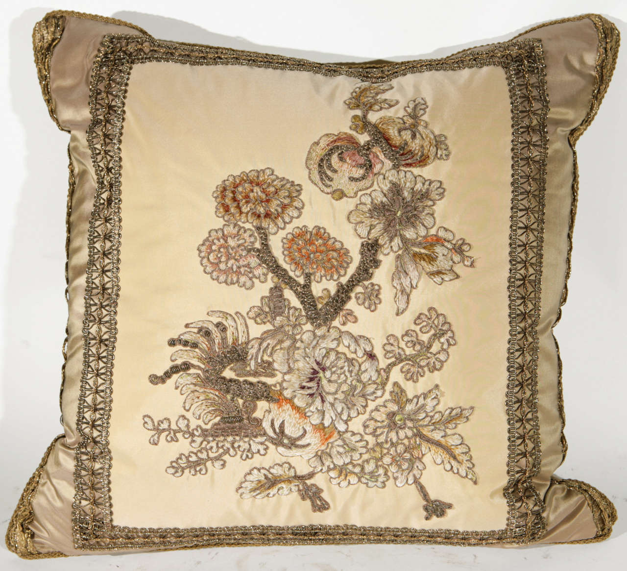 Pair of 19th Century French Fragment Pillows In Excellent Condition For Sale In Los Angeles, CA