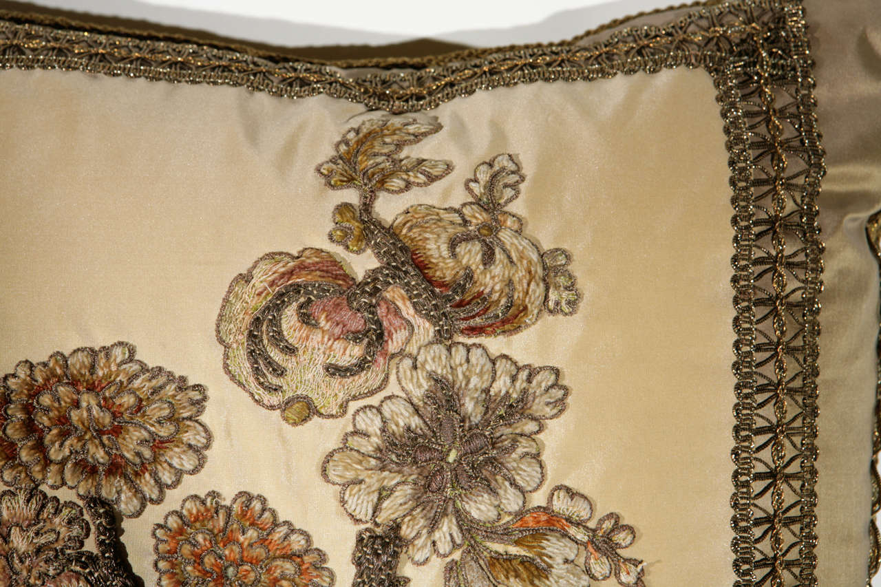 Pair of 19th Century French Fragment Pillows For Sale 2