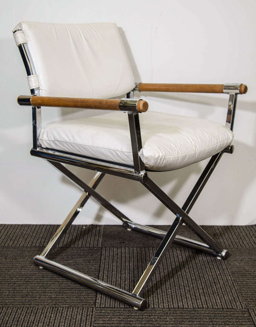 Perfect A Pair Of Vintage Directoru0027s Chairs In White Leather With A Metal X Base  Frame