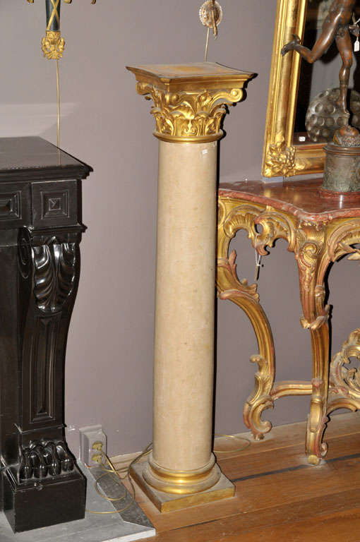 A pair of 19th century French Chassagne marble columns In Good Condition For Sale In Baambrugge, NL