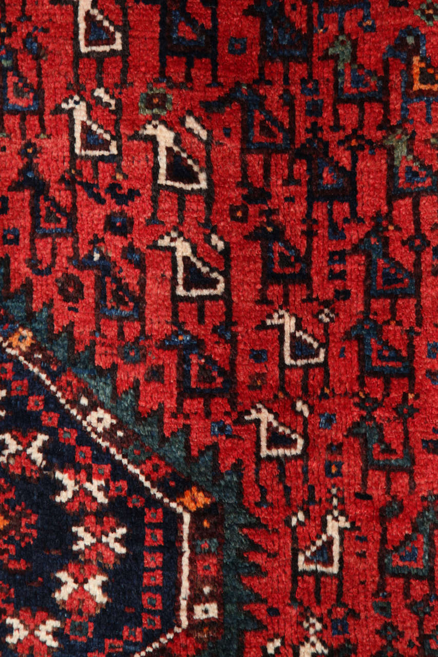 Persian Qashqai Carpet, circa 1920 in Pure Handspun Wool and Vegetable Dyes For Sale 4