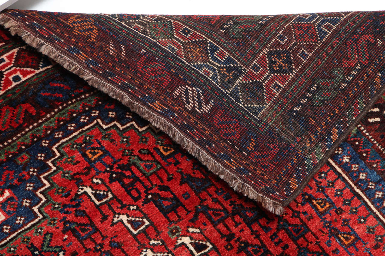Persian Qashqai Carpet, circa 1920 in Pure Handspun Wool and Vegetable Dyes For Sale 5