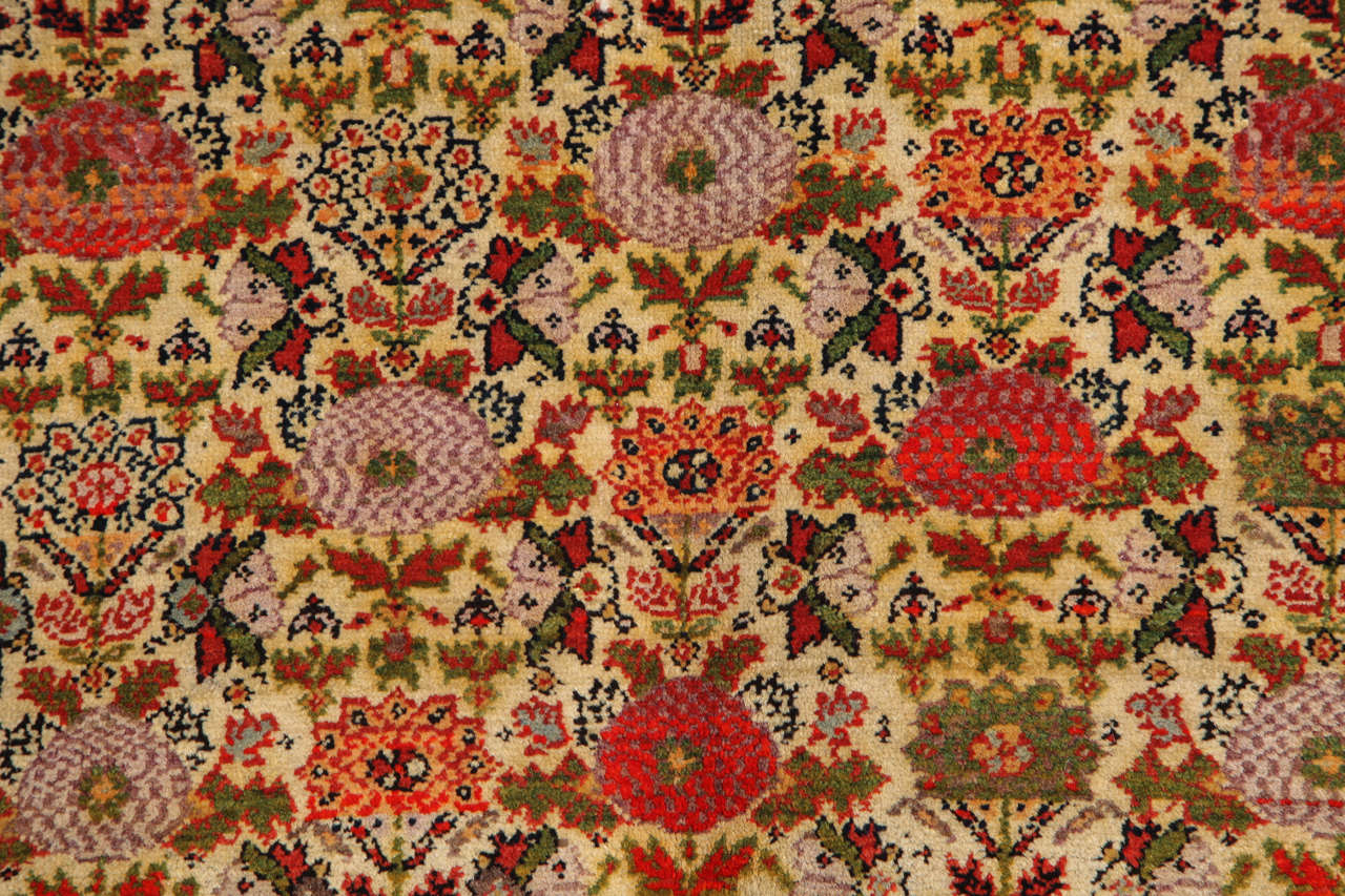 Persian Mishan Malayer Carpet with Wool Pile and Vegetable Dyes, circa 1890 For Sale 1