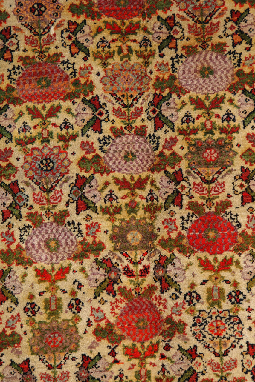 Persian Mishan Malayer Carpet with Wool Pile and Vegetable Dyes, circa 1890 For Sale 2