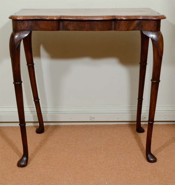 queen anne style walnut console or petite desk at 1stdibs. Black Bedroom Furniture Sets. Home Design Ideas